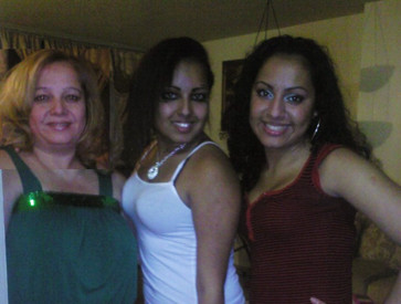 Maritza Casado Mejia with her daughters