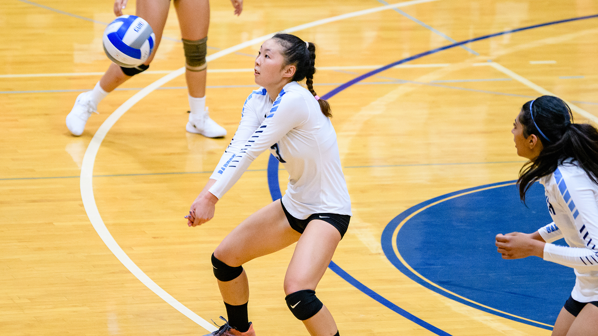 Stella Chung '21 Baruch playing volleyball
